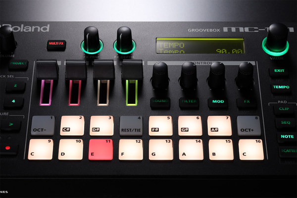 Roland MC-101 / Groovebox